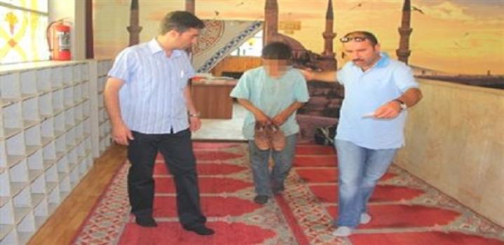 Hırsızlık İçin Camiye Giren Çocuk Yakalandı