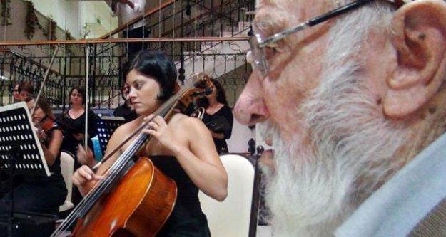 Huzurevi sakini, 77 Yaşında Opera Yönetti