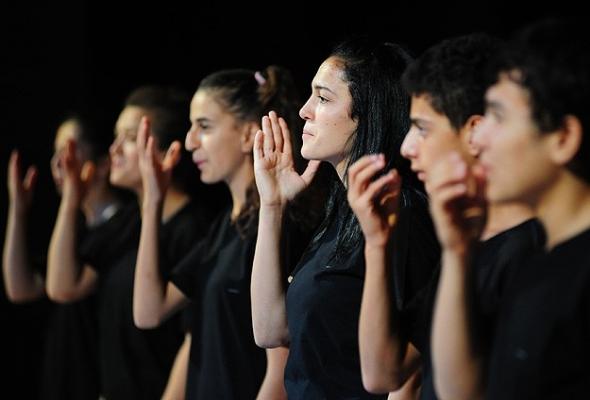 İşitme engellilerden işaret diliyle konser