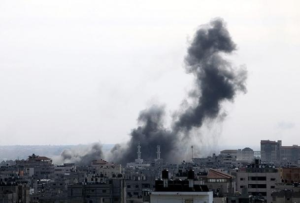 İsrail'e ait keşif uçağı Gazze'de düştü