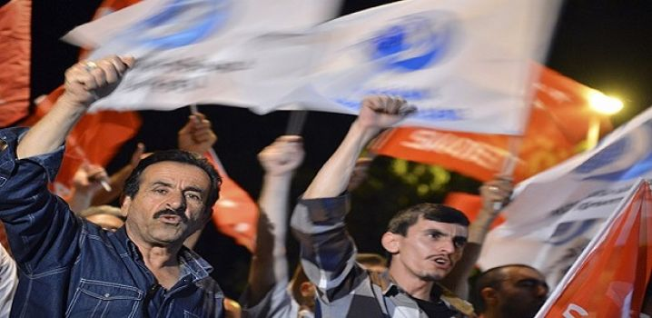 İstanbul ve Ankara'da Mursi'ye destek gösterileri