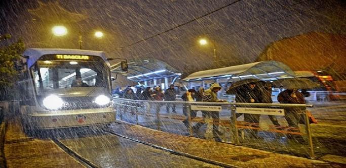 İstanbul'da Mevsimin İlk Kar Yağışı