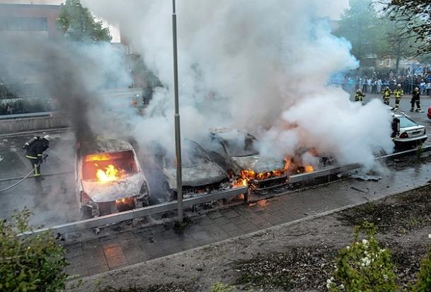 İsveç'te göçmen tepkisi sürüyor