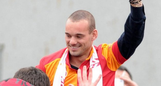 İtalyanlar Sneijder'i ihanetle suçladılar!