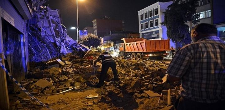 Kasımpaşa'da 4 katlı bina çöktü...