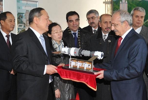 Kılıçdaroğlu, Uzay Akademisi'ni ziyaret etti