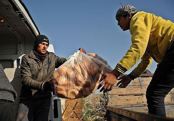 Kilis'ten Suriyelilere 100 ton gıda malzemesi