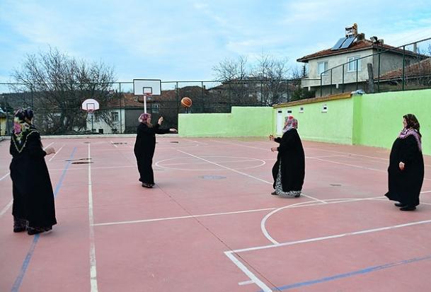 Köylü kadınların spor tutkusu