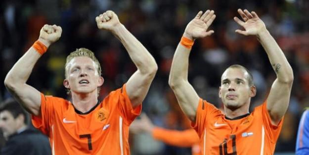 Kuyt ve Sneijder'in istediği oldu, Süper Kupa ertelendi