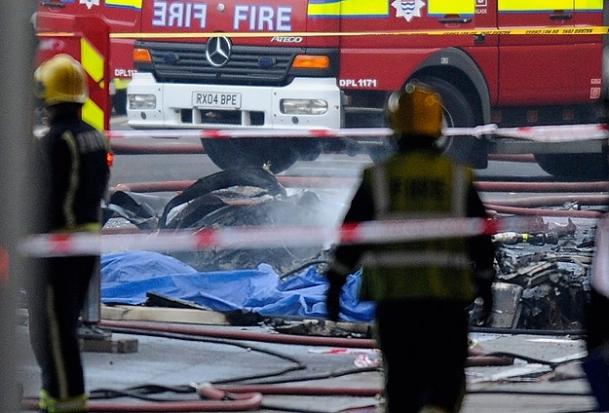 Londra'da helikopter düştü:2 ölü