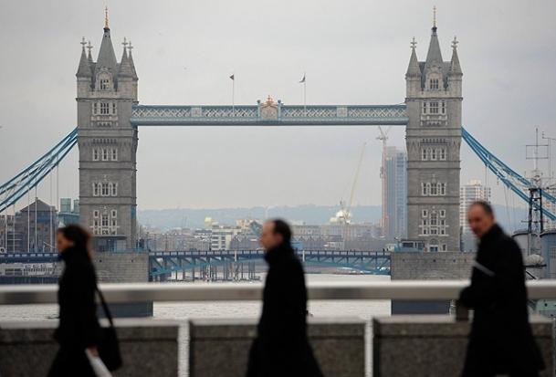 Londra'da helikopter düştü