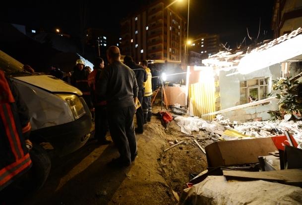 Minibüs gecekonduya girdi:1 ölü