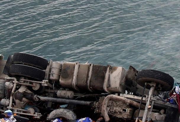 Minibüs göle düştü: 11 çocuk öldü