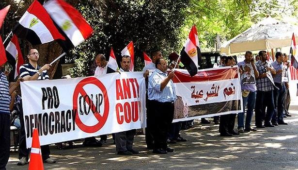 Mısır'da darbe karşıtları elçilikler önünde eylem yaptı