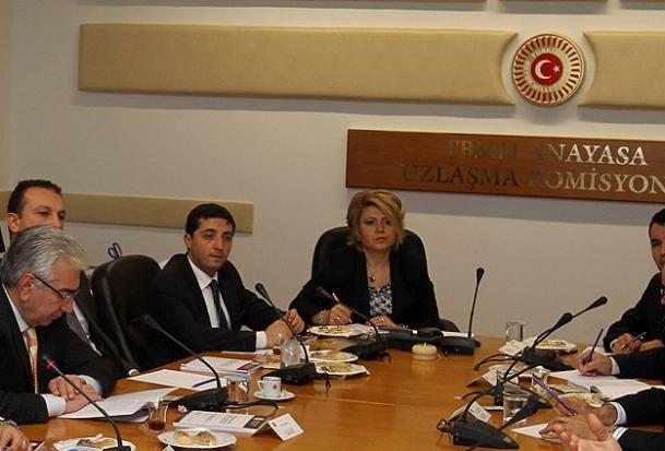 Muhalefet yeni anayasa önerilerini sundu