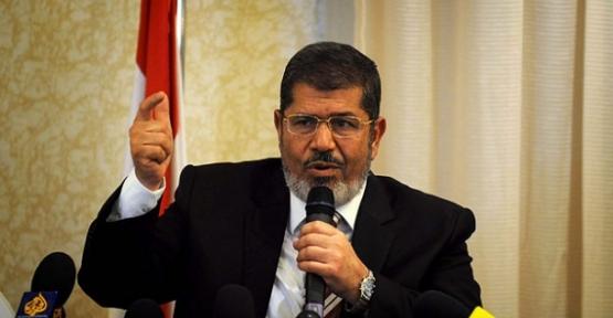 Mursi'nin kararına başsavcı uymadı