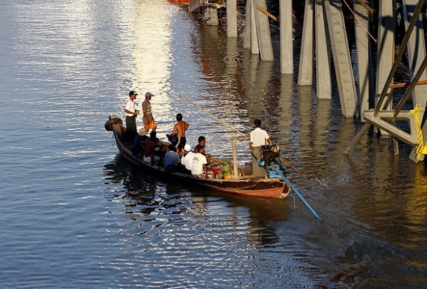 Myanmar'da otobüs nehre düştü: 11 ölü, 16 yaralı