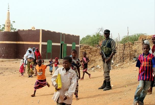 """Nijer'de çocuk olmak: """"Ölümle her an yüz yüze"""""""