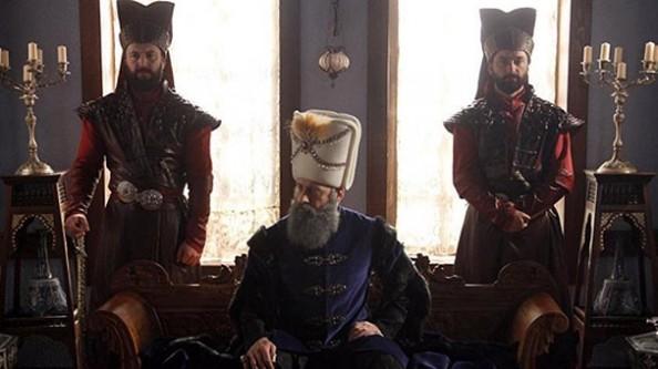 Nisa Hürrem'in karşısında kendi boğazını kesiyor!