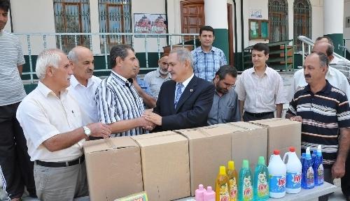 Osmaniye Belediyesi, camilere temizlik malzemesi dağıttı