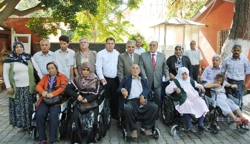 Osmaniye Müftülüğü tekerlekli sandalye dağıttı
