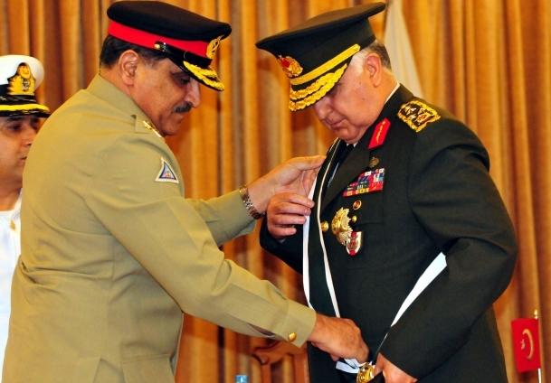 Özel'e ''Nişan-ı İmtiyaz'' madalyası