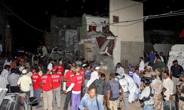 Pakistan'da parti mitingine saldırı: 12 ölü