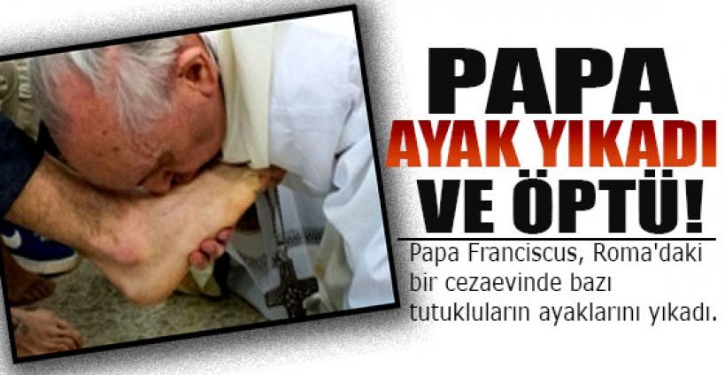 Papa 12 kişinin ayağını yıkadı ve öptü