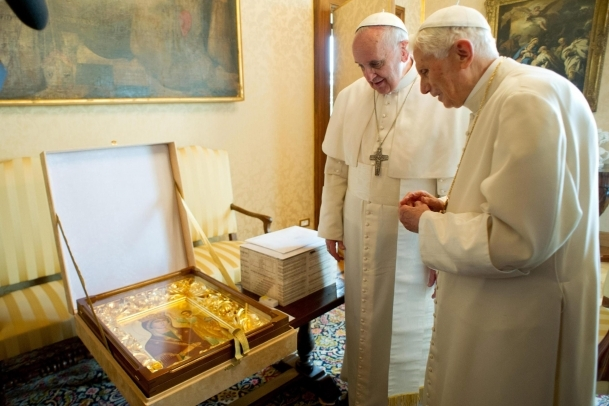 Papa Franciscus'tan Benediktus'a ziyaret