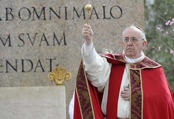 Papa kiliseyi eleştirmiş