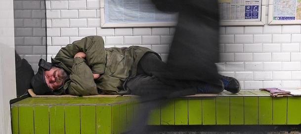 Paris metroları evsizlerin mekanı oldu