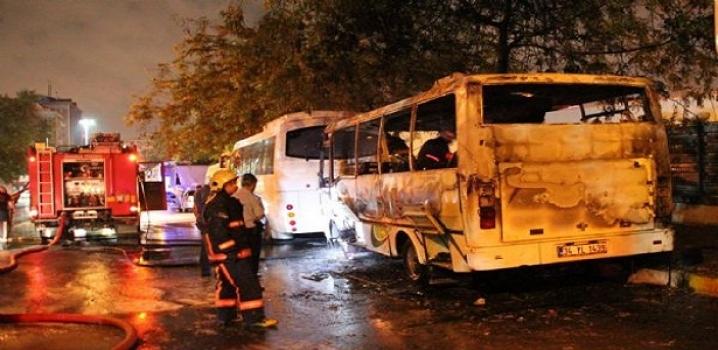 Park halindeki minibüs yandı !
