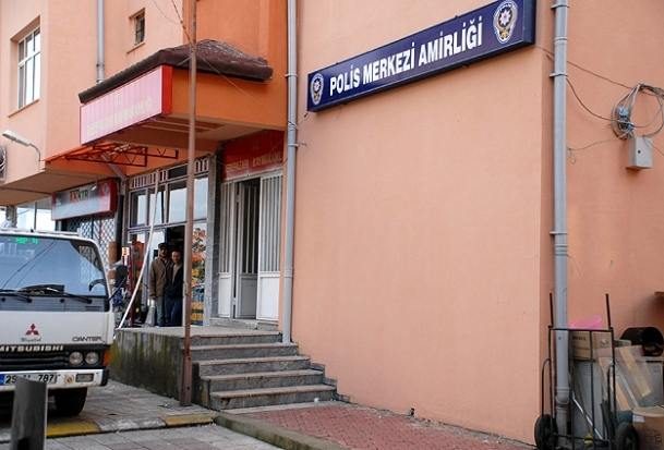 Polis merkezlerine makyaj