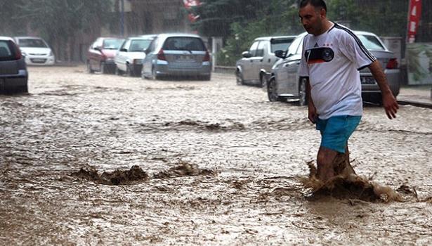 Samsun'da sağanak yağış sele yol açtı
