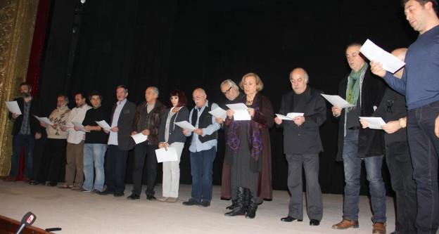 """Sanatçılardan """"tiyatro yardımı"""" protestosu"""