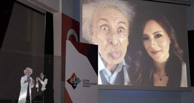 Selfie modasına Einstein da katıldı!