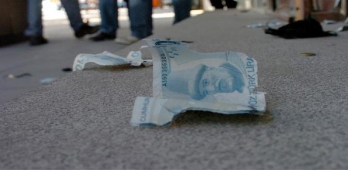 Şüpheli Çantadan Çıkan Para...