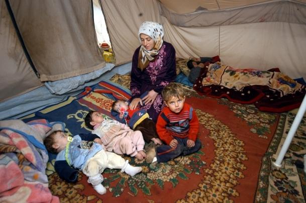Suriyeli üçüz bebekler süte kavuştu