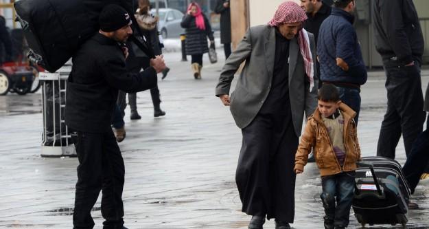 """Suriyelilere """"geçici kimlik"""""""