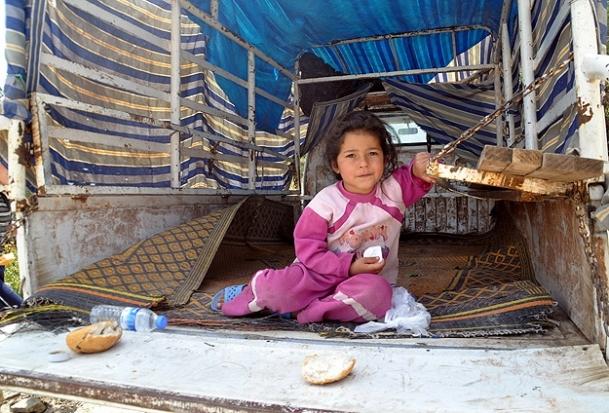 Suriyelilerin yüzü Türk Kızılayı ile gülüyor