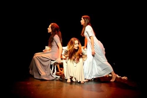 'Susturulmuş kadınlara beden tiyatrosu'