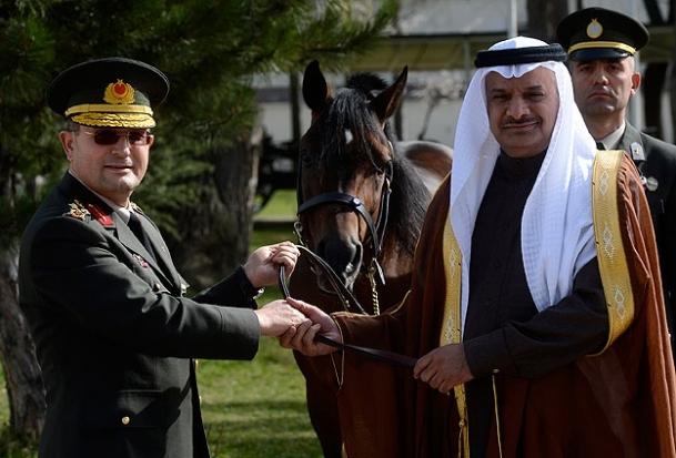 Suudi Prens'ten Orgeneral Özel'e hediye at