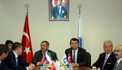 Tataristan Cumhurbaşkanı, hediye edilen bıçağın parasını ödedi