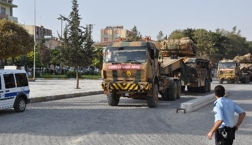 Tezkere geçti, Suriye sınırına tank ve uçaksavar sevkiyatı başladı