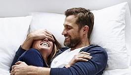 Aşık Erkek Kadınına Nasıl Davranır ?