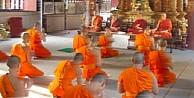 Budist rahip kıza tecavüz etti!