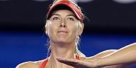 Maria Sharapova turladı