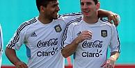 Messi: Agüero'yu FIFA'da hep yeniyorum!