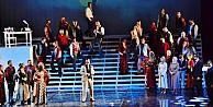 Opera sahnesinde şaşırtan görüntü!