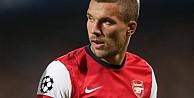 Podolski Arsenal'le ipleri koparıyor